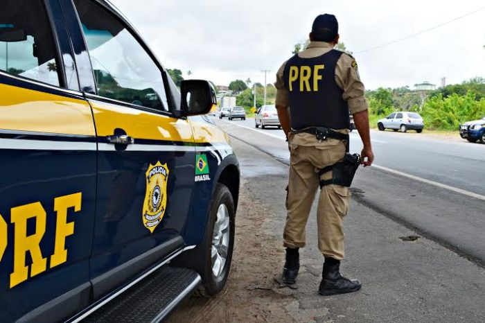 Pintor é preso pela PRF suspeito de divulgar locais de blitzen na PB