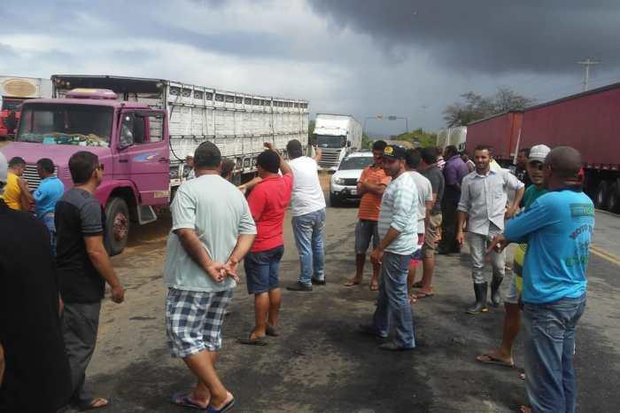 """""""Monteiro tem nos recebido com muito respeito"""" diz caminhoneiro em paralisação"""