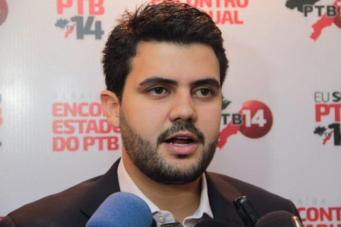 Wilson Filho retira candidatura e confirma apoio a Cícero Lucena