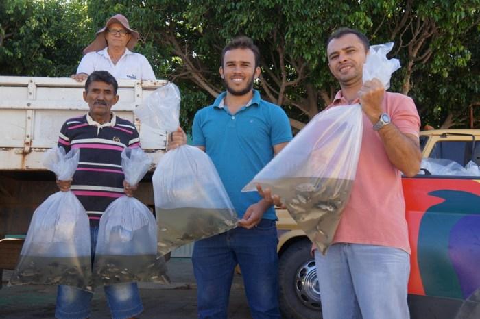 Prefeitura de S. S. do Umbuzeiro e Governo do Estado realizam a entrega de alevinos
