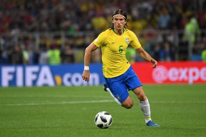 Seleção: Filipe Luís pode virar titular após quase perder o Mundial