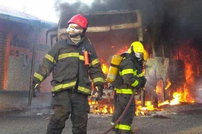 Onda de ataque a ônibus atinge 17 cidades de Minas Gerais