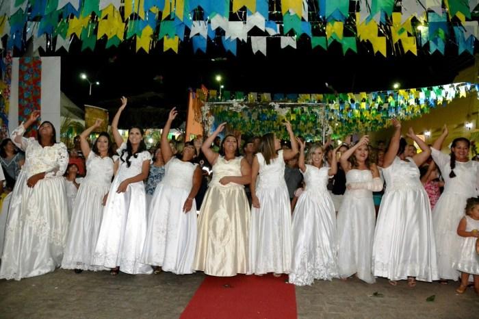 Casamento Comunitário é celebrado com muito forró e emoção em Monteiro