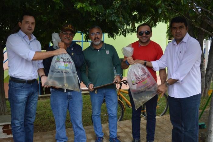 Sumé em parceria com o Governo do Estado realiza a entrega de alevinos