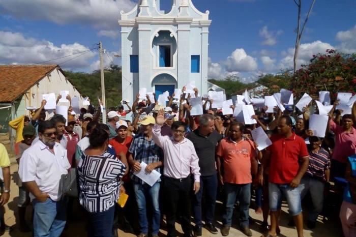 SUMÉ: Agricultores do Assentamento Mandacaru recebem título da terra