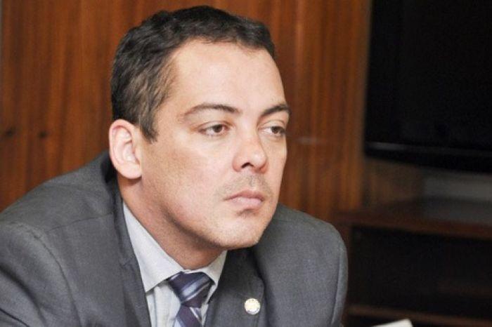 Ex-secretário do Ministério do Trabalho se entrega à PF