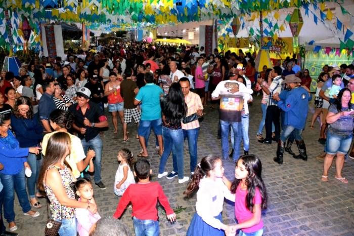 """""""Tem que ter pique"""", diz turista sobre programação do São João monteirense"""
