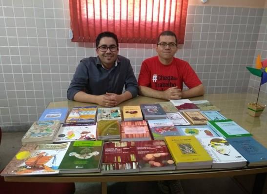 UEPB realiza doação de livros para o projeto Casinha da Leitura