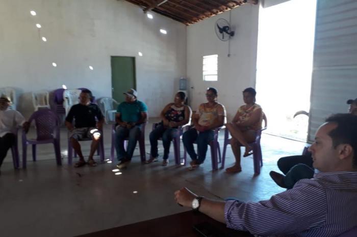 Prefeito Éden Duarte participa de reunião comunidade de Terra Vermelha em Sumé