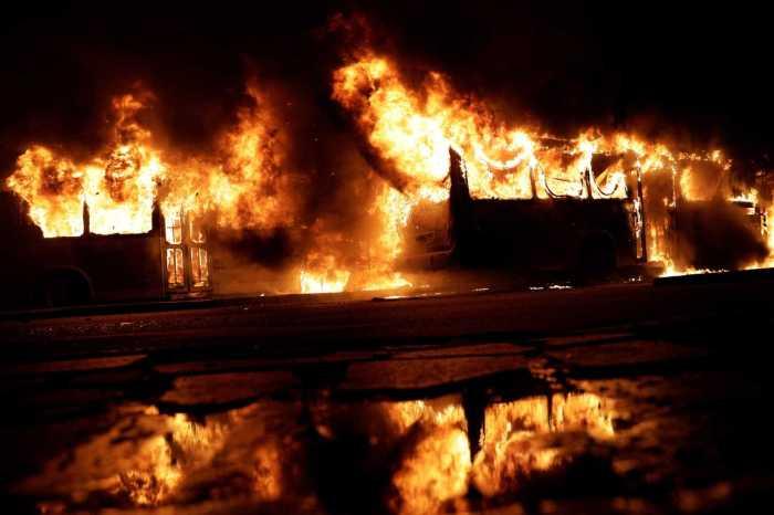 Fortaleza tem segundo dia de ataques com 9 ônibus incendiados