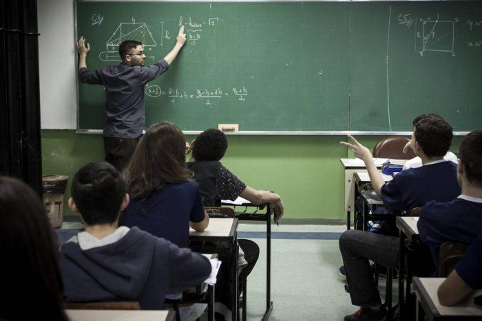 Governo reajusta piso do magistério com um aumento de 4,17%