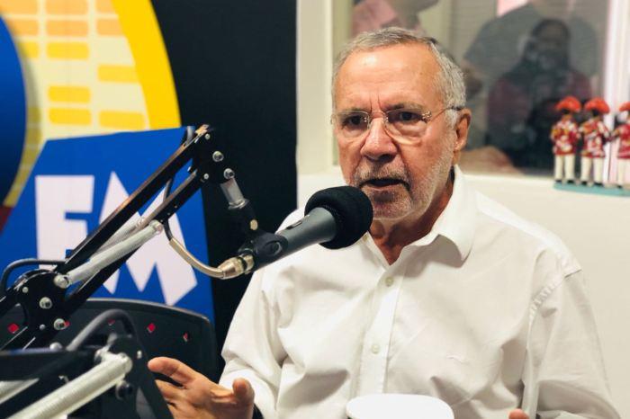 Batinga critica grupo que incentiva o ódio em programa de rádio de Monteiro