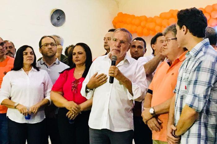 Batinga participa do encontro do PSB em Sumé e é elogiado por João