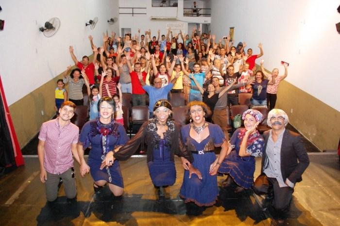 VIII Mostra de Teatro e Dança do Cariri é aberta com Teatro Jansen Filho lotado em Monteiro