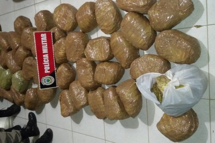 Casal é preso com quase 60 kg de maconha dentro de carro em Monteiro