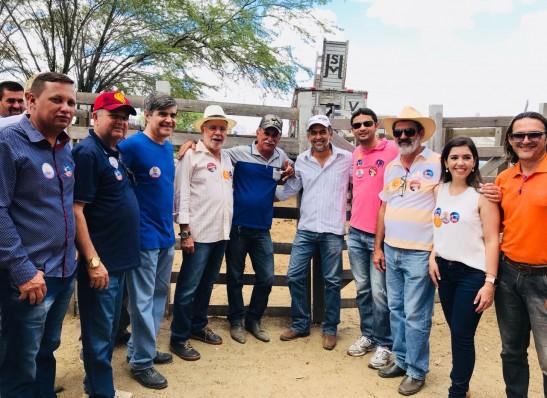 Ao lado da prefeita Lorena, Batinga e Wellington visitam Feira Livre e Feira do Gado em Monteiro