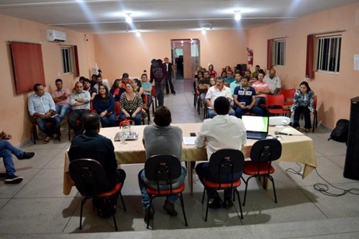 Prefeitura de Sumé e comerciantes discutem estratégias de desenvolvimento local