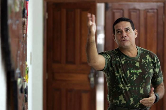 General Mourão irá consultar TSE para substituir Bolsonaro em debates