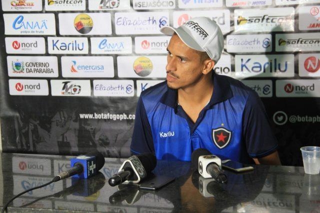 Botafogo-PB renova contrato com zagueiro Lula, destaque da Série C