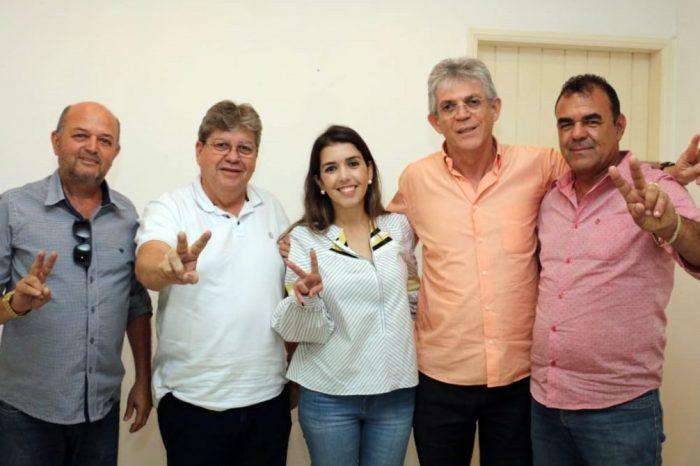 Presidente da Câmara comemora vitória com apoio das lideranças de Monteiro