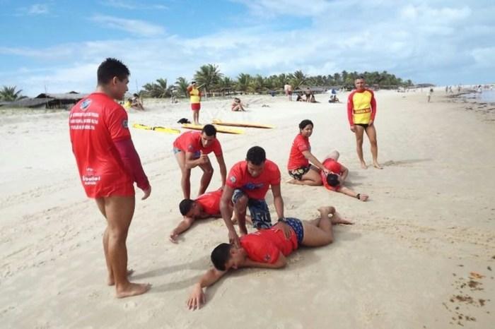 Bombeiros inscrevem surfistas para capacitação de resgate