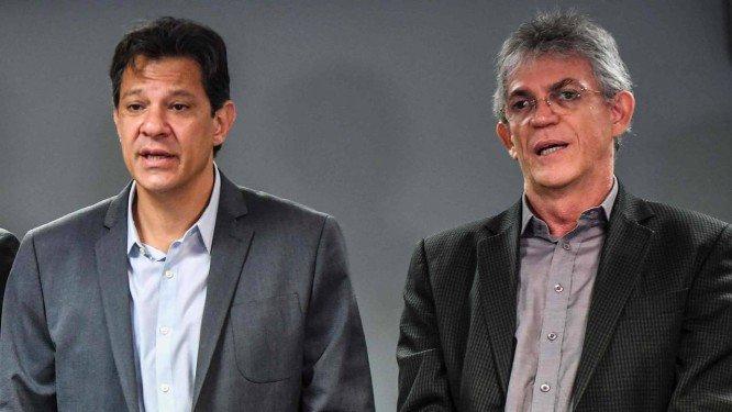 Bolsonaro é a própria fake news, diz Haddad em campanha na PB