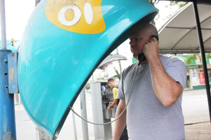 Anatel determina que orelhões da Oi ofereçam ligações gratuitas