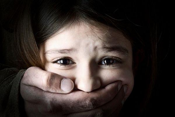 Dupla em carro preto tenta raptar criança de 3 anos em Serra Branca
