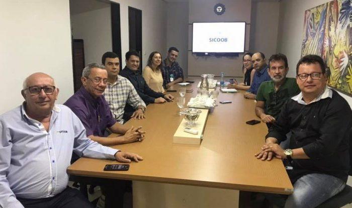 Prefeito de Taperoá se reúne com direção da SICOOB para instalação de agência no município
