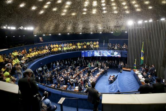 Fim da estabilidade do servidor público é aprovada na CCJ do Senado