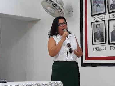 Poetisa caririzeira é eleita para Academia Paraibana de Poesia
