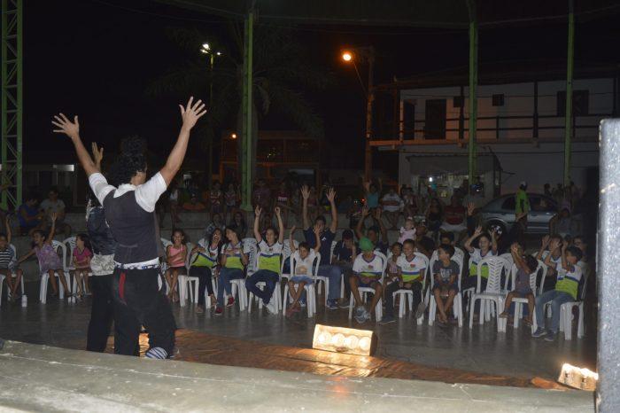 Cidade de Gurjão recebe cinema e apresentações culturais em praça pública
