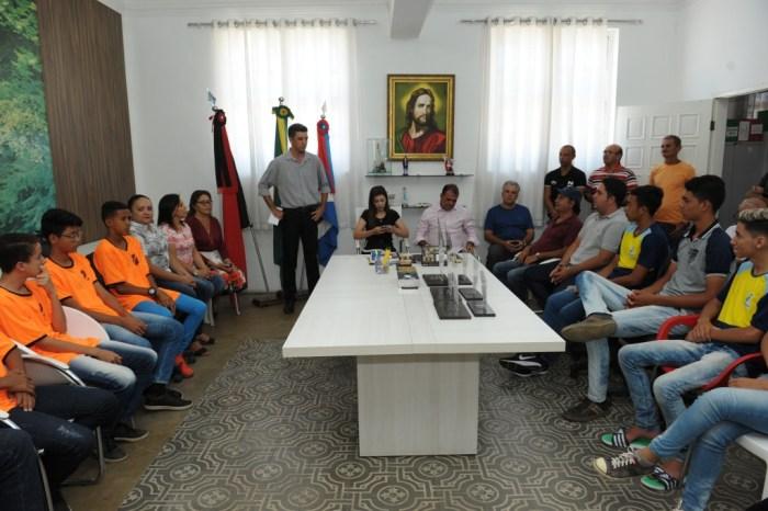 Alunos da Rede Municipal recebem troféus do 2º Jogos Escolares de Monteiro – JEM 2018