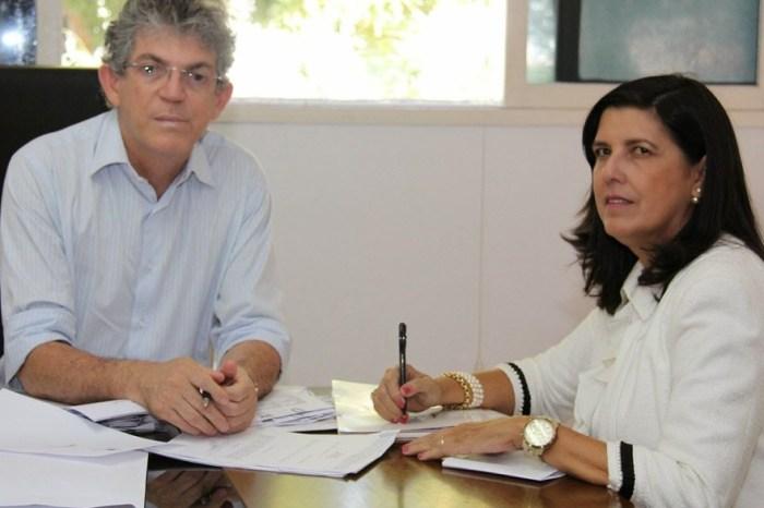 Ricardo passa comando do governo a Lígia e Gervásio por uma semana