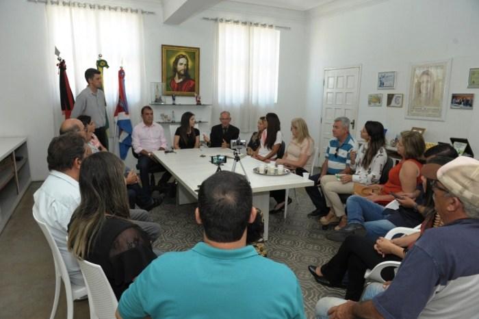 Prefeita Anna Lorena transmite cargo ao vice Celecileno para cumprir missão internacional