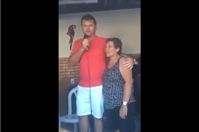 Prefeito da participa de batizado de cachorro e vídeo viraliza