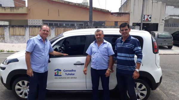 Wellington Roberto intermedia recursos e Parari recebe veículo para Conselho Tutelar