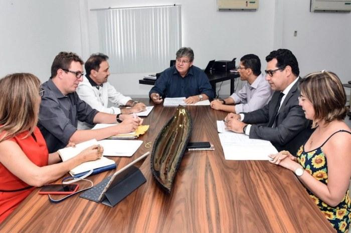 Azevêdo discute mudanças na estrutura administrativa do Estado