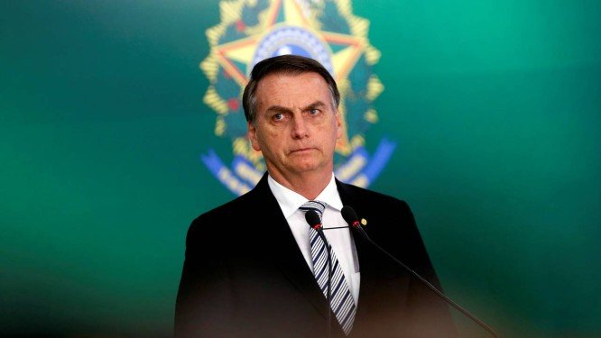 Bolsonaro testa positivo para Covid-19 e se diz 'perfeitamente bem'