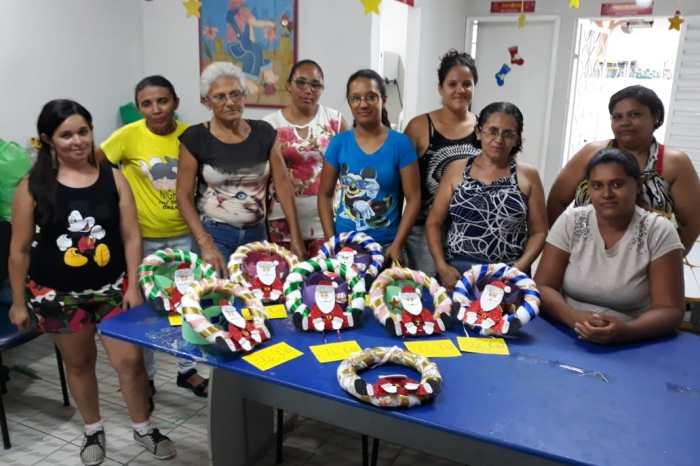 Mães do Projeto Mônica aprendem a confeccionar enfeites de Natal