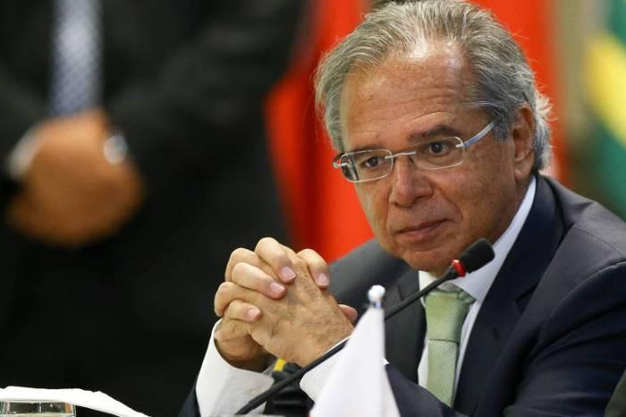 Paulo Guedes tem pronta MP que revê regras da Previdência
