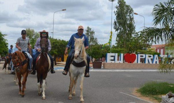 Prata realizou neste domingo a 6ª Cavalgada comemorando a emancipação do município