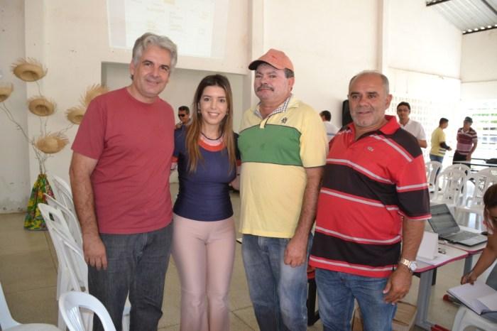 Prefeita Anna Lorena se reúne com presidentes de associações rurais