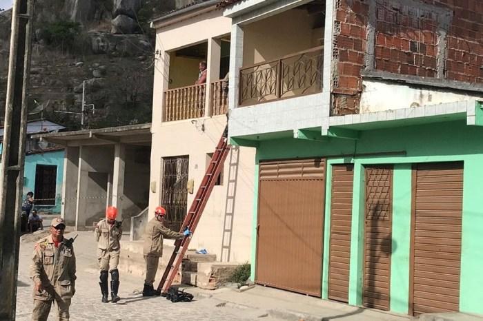 Homem faz filhos reféns dentro de casa na cidade de Queimadas