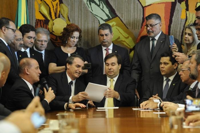 MOÍDOS DA REDAÇÃO: Bolsonaro vai ao Congresso e entrega proposta de reforma da Previdência