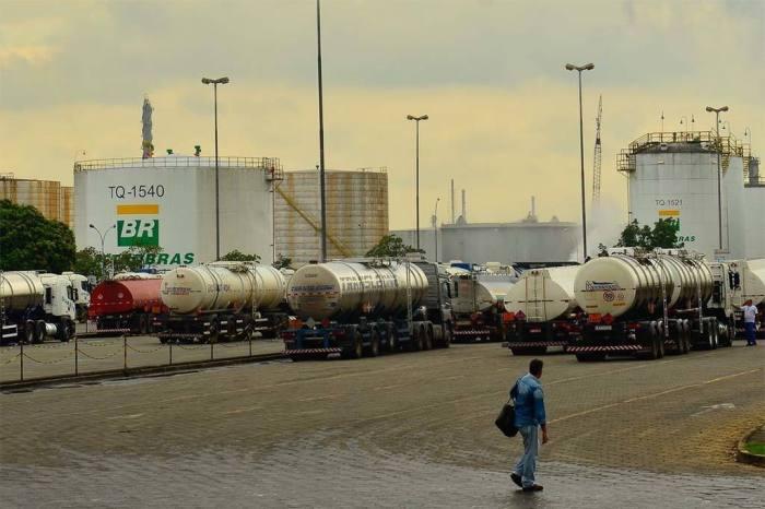 Petrobras sobe preço do litro da gasolina nas refinarias
