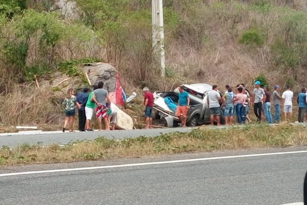 Grave acidente envolvendo uma caminhonete deixa cinco sumeenses feridos na BR-230