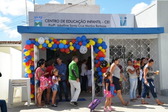 Pais, alunos e autoridades prestigiam entrega do Centro Educação Infantil em Monteiro
