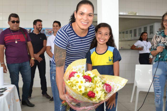 Início das Aulas em Monteiro tem programação especial com presença de Amanda Nunes