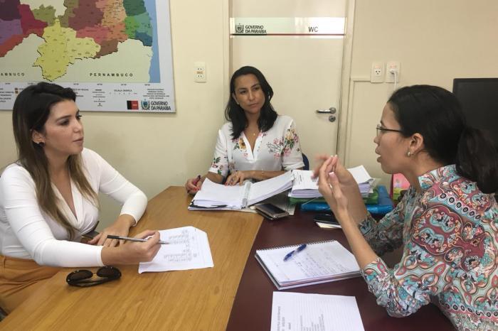 Lorena é recebida na SEDH, na capital do estado, e discute programas para o município